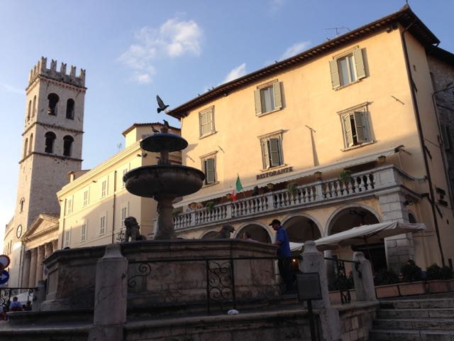 Assisi piazza