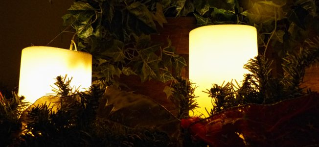 candles-and-garland